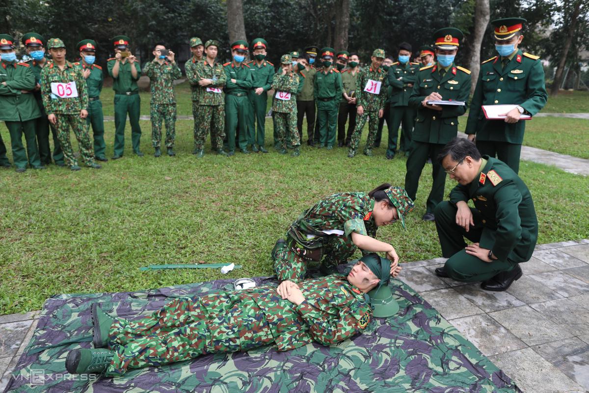 Học viên Quân y khoe tài khéo léo