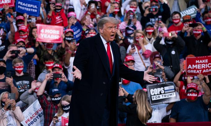 Cựu tổng thống Donald Trump tại sự kiện vận động tranh cử ở Fayetteville, Bắc Carolina tháng 9/2020. Ảnh: AP.