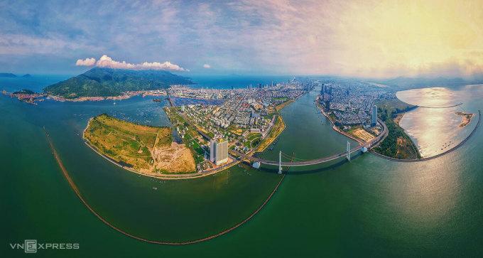 Toàn cảnh Đà Nẵng nhìn từ cửa sông Hàn. Ảnh: Kim Liên.
