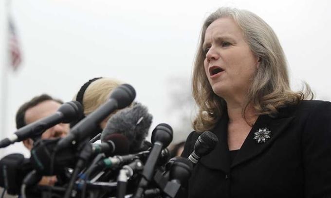 Sharon Gustafson phát biểu bên ngoài Tóa án Tối cao ở Washington DC hồi năm 2014. Ảnh: Reuters.