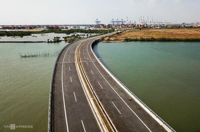Điểm cuối đường Cái Mép - Thị Vải, con đường chạy dọc hệ thống cảng nước sâu ở Bà Rịa - Vũng Tàu. Ảnh: Trường Hà.