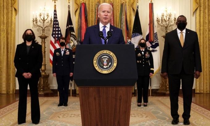 Tổng thống Mỹ Joe Biden phát biểu tại sự kiện đề cử ở Nhà Trắng hôm 8/3, bên trái ông là Bộ trưởng Quốc phòng Lloyd Austin. Ảnh: AFP.