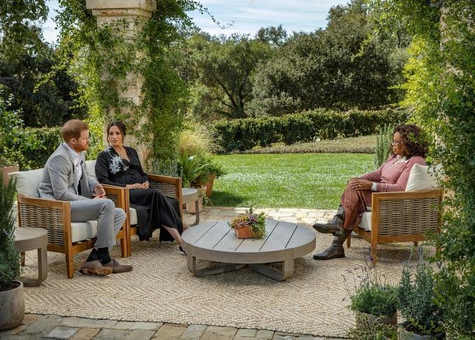 Buổi phỏng vấn củ vợ chồng hoàng tử Harry với Oprah Winfrey phát sóng trên CBS hôm 7/3. Ảnh: Reuters