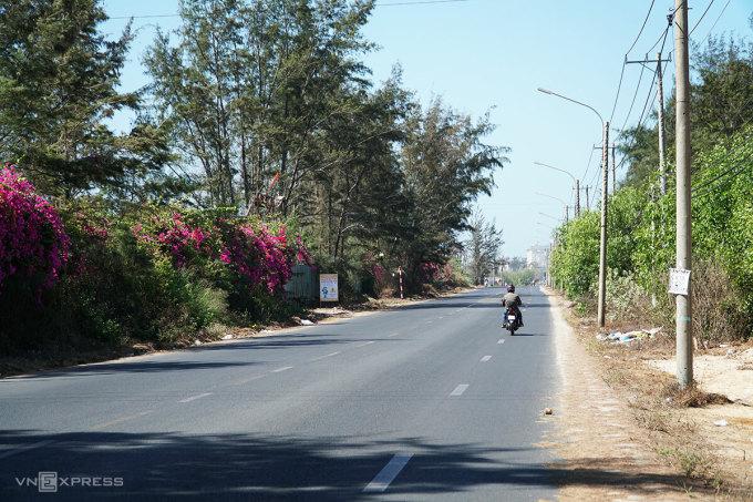 Hiện trạng mặt đường tỉnh lộ 994. Ảnh: Trường Hà.