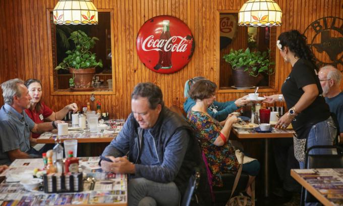 Một nhà hàng ở McKinney, bang texas hôm 10/3. Ảnh: Reuters.