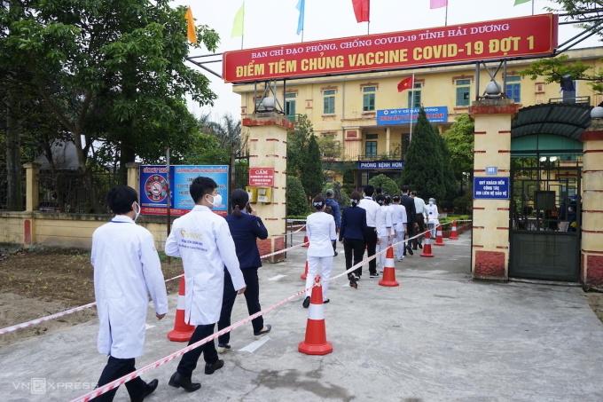 Tiêm vaccine ở huyện Kim Thành, tỉnh Hải Dương. Ảnh: Gia Chính