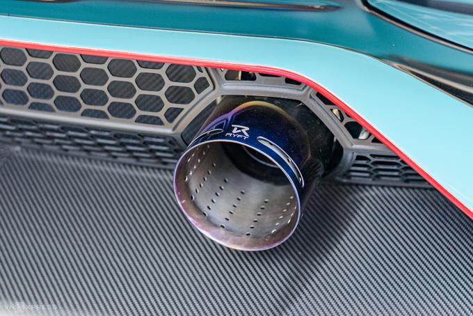 Hệ thống ống xả bằng Titan của Rypt trên chiếc Aventador SVJ.