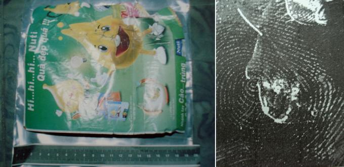 Dấu vân tay thu được trên tờ rơi chèn khối nổ trong đèn. Ảnh: Phòng Kỹ thuật Hình sự Công TP HCM
