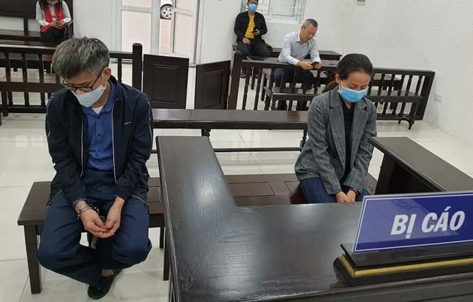 Bị cáo Tuấn và Trinh tại phiên xét xử ngày 18/3. Ảnh: Trịnh Tuấn