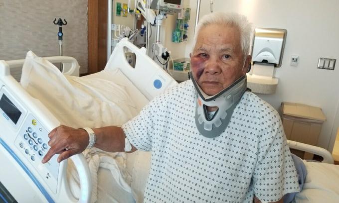 Ông Ngoc Pham, người Mỹ gốc Việt, điều trị ở bệnh viện sau vụ tấn công ở thành phố San Francisco hôm 19/3. Ảnh: ABC7.