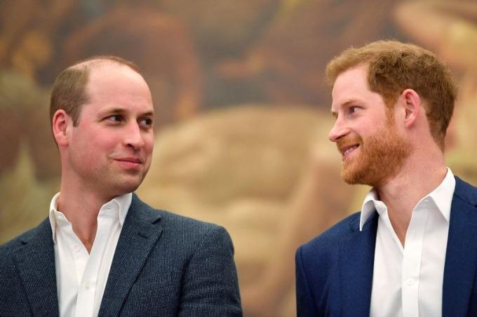 William và Harry tham gia lễ khai mạc trung tâm thể thao Greenhouse ở London hồi tháng 4/2018. Ảnh: Reuters