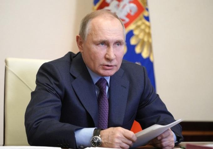 Tổng thống Nga Vladimir Putin chủ trì cuộc họp trực tuyến về sản xuất vaccine Covid-19 với nhân viên y tế tại dinh thự Novo-Ogaryovo, ngoại ô Moskva hôm 22/3. Ảnh: AFP.