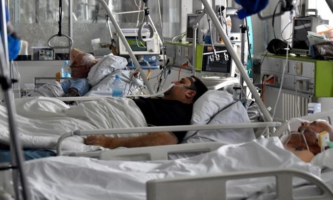 Bệnh nhân Covid-19 tại Bosnia và Herzegovina ngày 19/3. Ảnh: AFP.