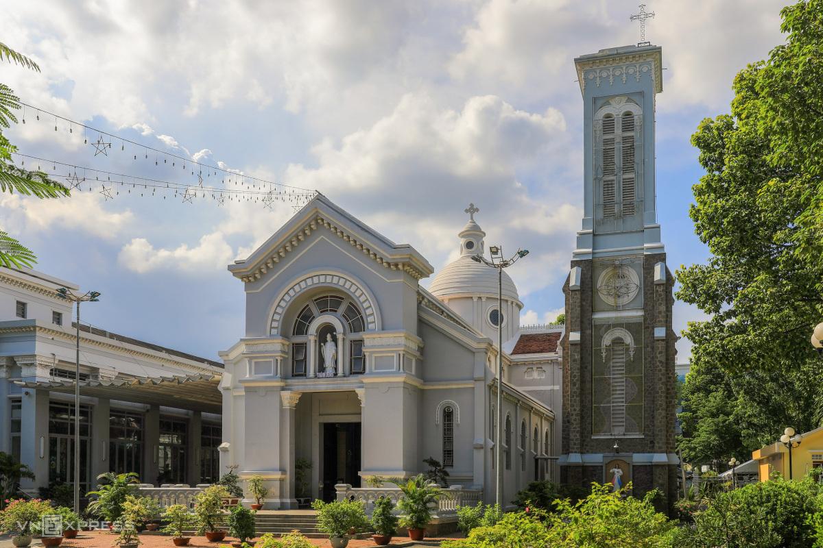 Hai nhà thờ của gia đình Nam Phương hoàng hậu - 7