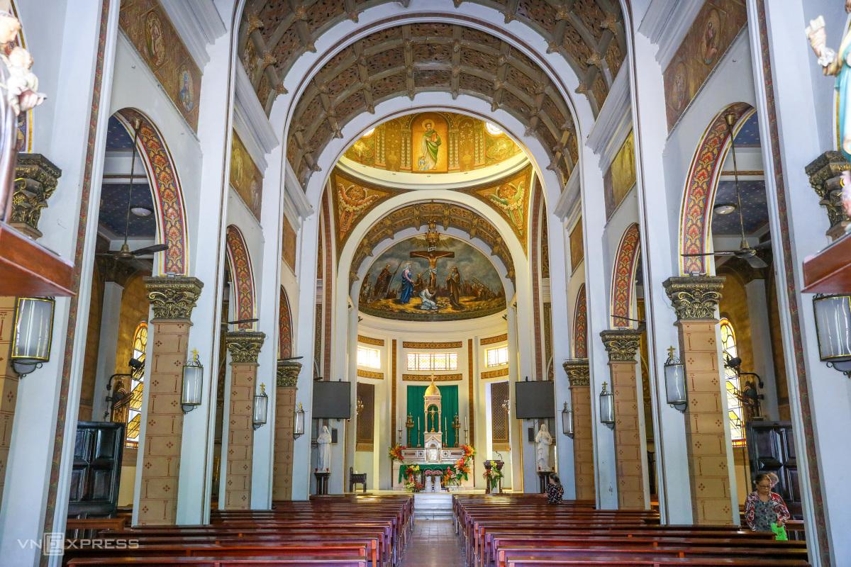 Hai nhà thờ của gia đình Nam Phương hoàng hậu - 9