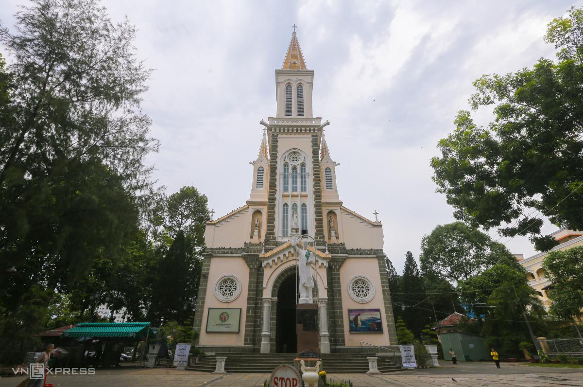 Hai nhà thờ của gia đình Nam Phương hoàng hậu - 2