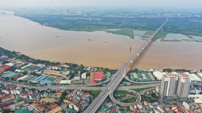 Cầu Vĩnh Tuy (giai đoạn 1) hoàn thành vào năm 2010, góp phần giải quyết nhu cầu giao thông đi lại giữa nội đô với các quận, huyện Long Biên, Gia Lâm. Ảnh: Ngọc Thành.