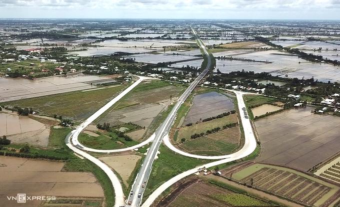 Nút giao giữa khu vực cầu Bốn Tổng và cầu Láng Sen, trên cao tốc Lộ Tẻ - Rạch Sỏi. Ảnh: Cửu Long