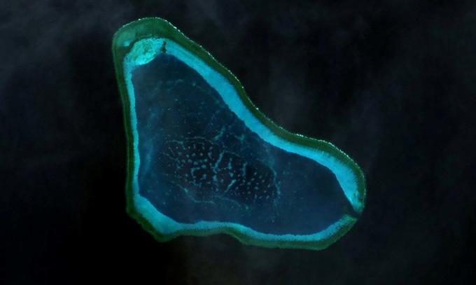 Bãi cạn Scarborough nhìn từ vệ tinh. Ảnh: Maxar.