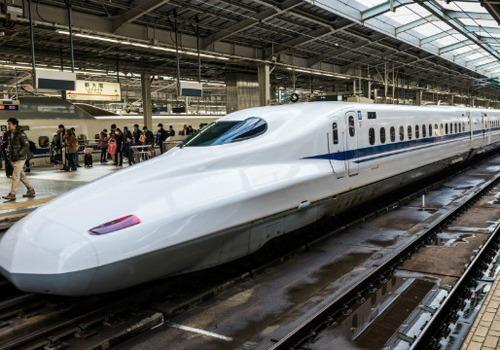 Bộ Giao thông Vận tải đề xuất tàu tốc độ cao Bắc Nam sử dụng công nghệ động lực phân tán giống tàu Shinkanshen ở Nhật Bản. Ảnh:Anh Duy.