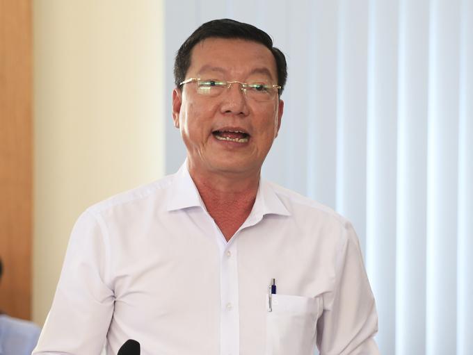 Chủ tịch UBND huyện Cần Giờ Nguyễn Văn Hồng báo cáo tại buổi làm việc. Ảnh: Hữu Công.