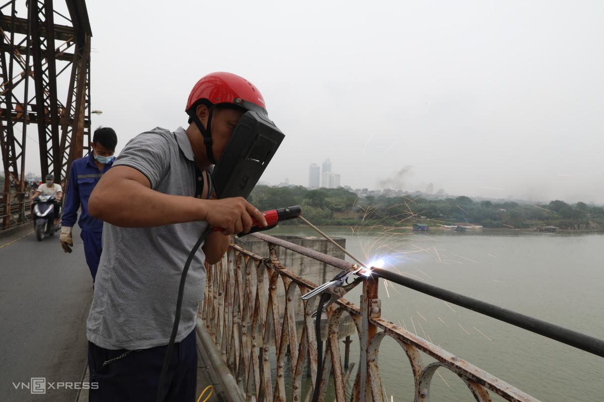 Bảo dưỡng cầu Long Biên