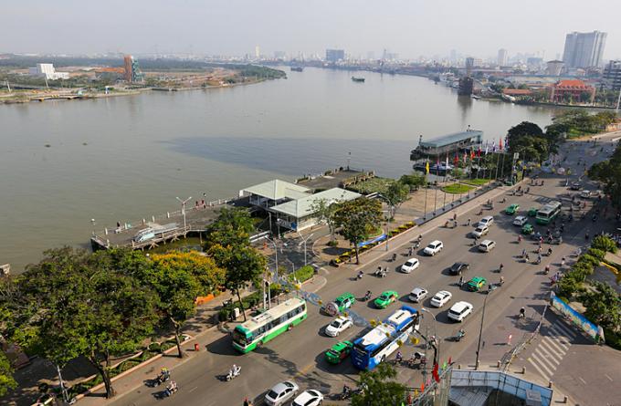 Một phần công viên bến Bạch Đằng nhìn từ trên cao vào tháng 2/2017. Ảnh: Quỳnh Trần.