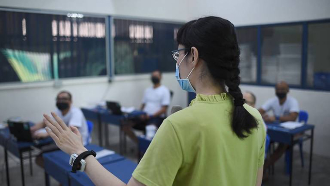 SUSS lecturer Zhou Zihan said her students are inquisitive and have performed well. (Photo: Singapore Prison Service)  Zhou Zihan, giảng viên ĐH