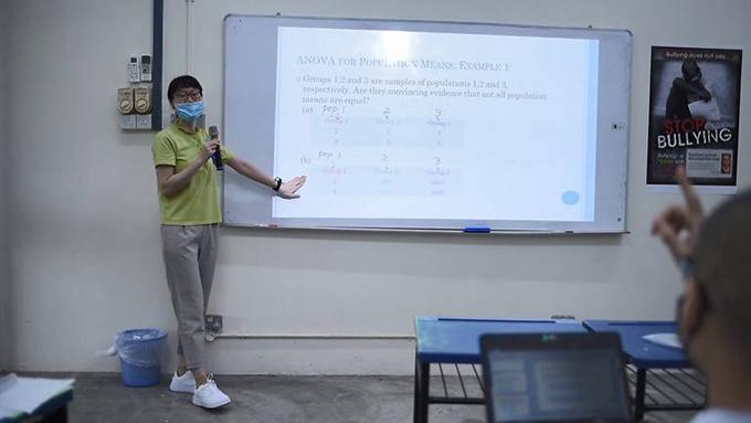 Tiến sĩ Zhou hy vọng có thể tiếp tục dạy nhiều học phần khác tại trường học trong tù. Ảnh: Singapore Prison Service.