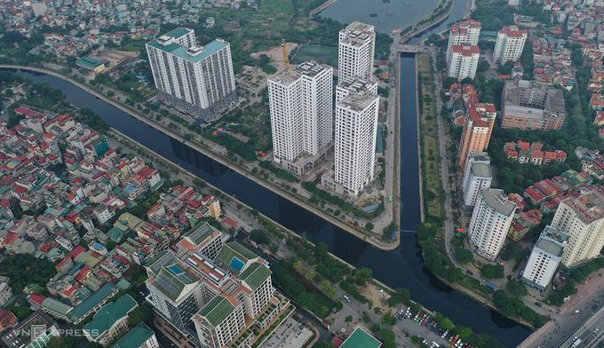 Đoạn giao cắt giữa sông Tô Lịch và sông Lừ chảy qua khu Linh Đàm. Ảnh: Ngọc Thành