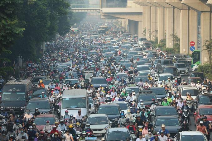 Ùn tắc giao thông trên đường Nguyễn Trãi, Hà Nội vào giờ cao điểm sáng hôm 11/5/2020. Ảnh: Ngọc Thành.