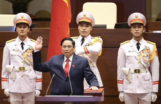 Tân Thủ tướng Phạm Minh Chính tuyên thệ nhậm chức. Ảnh: Giang Huy