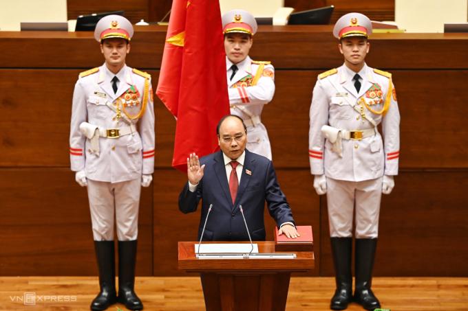 Tân Chủ tịch nước Nguyễn Xuân Phúc tuyên thệ. Ảnh: Giang Huy