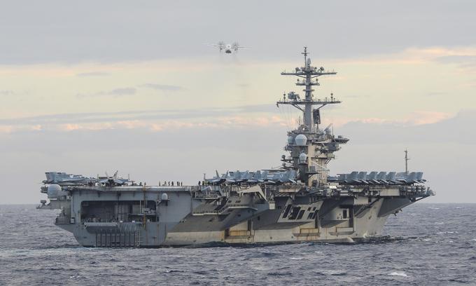 Tàu sân bay USS Theodore Roosevelt triển khai máy bay không người lái cỡ nhỏ trong buổi diễn tập tại Biển Đông ngày 9/2. Ảnh: US Navy.