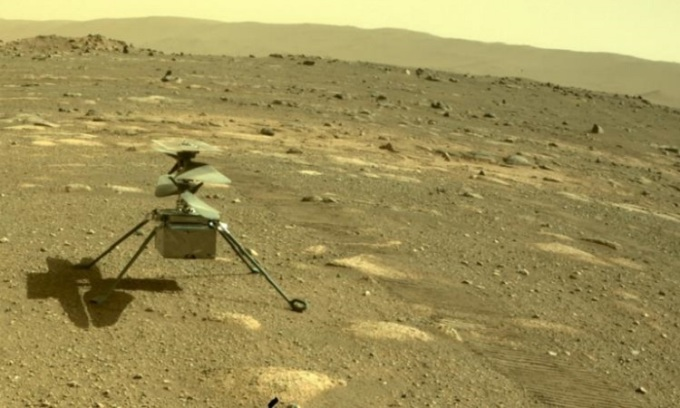 Robot Perseverance chụp hình trực thăng Ingenuity hôm 4/4. Ảnh: NASA.