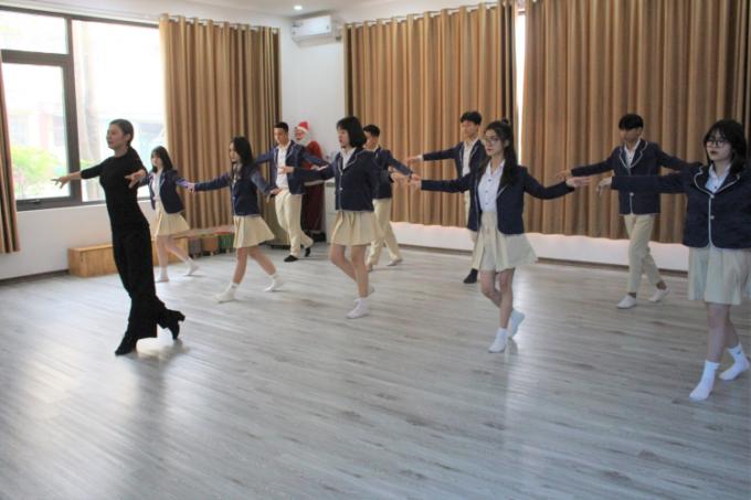 Học sinh THPT Sunrise được học và trải nghiệm các CLB văn hóa, nghệ thuật tại trường.