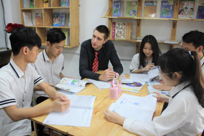 Học sinh được học và thực hành tiếng Anh trong môi trường giáo dục thân thiện, tiện ích, và an toàn.