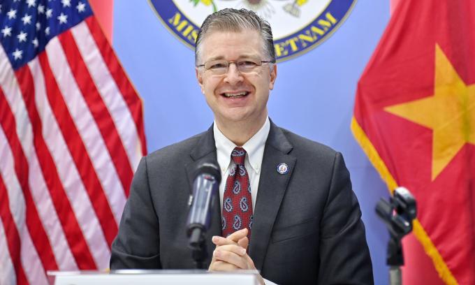 Đại sứ Mỹ tại Việt Nam Daniel Kritenbrink trong cuộc họp báo ở Hà Nội sáng 7/4. Ảnh:Giang Huy.
