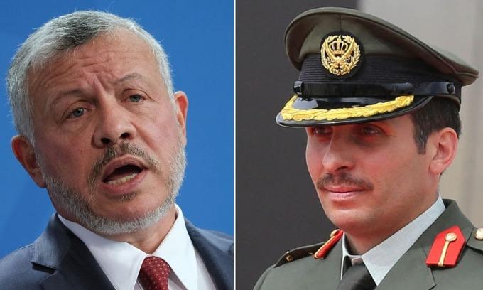 Quốc vương Abdullah II (trái) và cựu thái tử Hamzah bin al-Hussein. Ảnh: CNN.