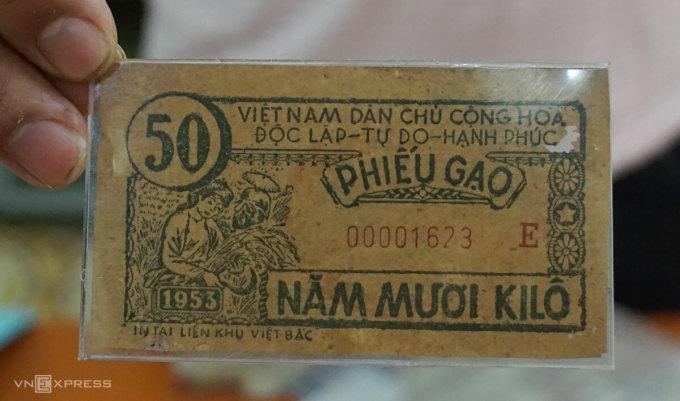 Mẫu phiếu gạo phát hành năm 1953 tại Liên khu Việt Bắc. Ảnh: Hoàng Phương