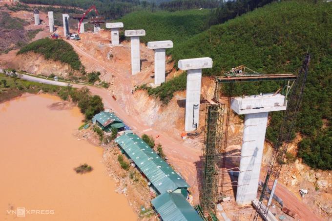 Công trường cao tốc Cam Lộ - La Sơn. Ảnh: Võ Thạnh