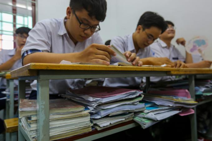 Học sinh trường THPT Trần Cao Vân, TP HCM ôn thi THPT quốc gia năm 2019. Ảnh: Quỳnh Trần.