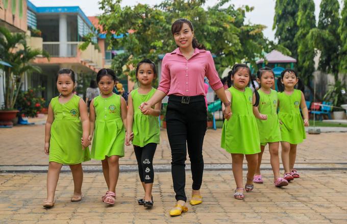 Cô trò trường Mầm non Củ Chi (TP HCM) ở trường, tháng 6/2020. Ảnh: Quỳnh Trần.