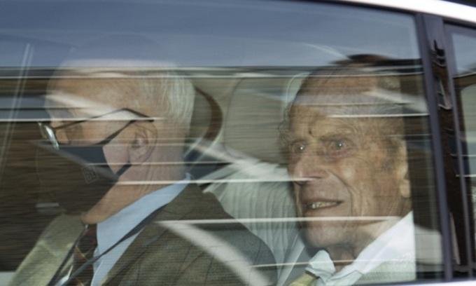 Hoàng thân Philip xuất hiện lần cuối trước công chúng hồi tháng 3, khi ông rời bệnh viện ở London. Ảnh: AFP.