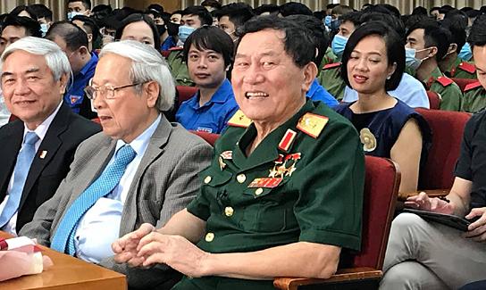 Tướng Phạm Tuân truyền đam mê chinh phục không gian cho sinh viên