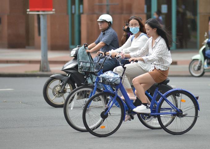 Xe đạp thuộc mô hình Mobike cho chạy thử ở quận 1 hồi tháng 10 năm ngoái. Ảnh: Hạ Giang.