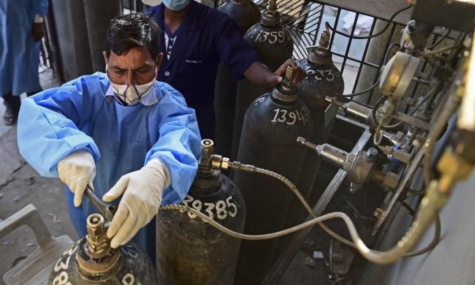 Ấn Độ nỗ lực tăng giường bệnh, oxy đối phó ca nCoV cao kỷ lục