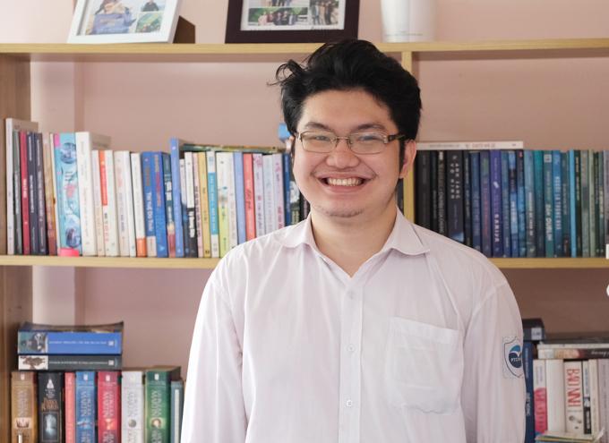 Hà Tuấn Hùng đang là học sinh lớp 12 chuyên Anh trường THPT chuyên Ngoại ngữ. Ảnh: Dương Tâm.