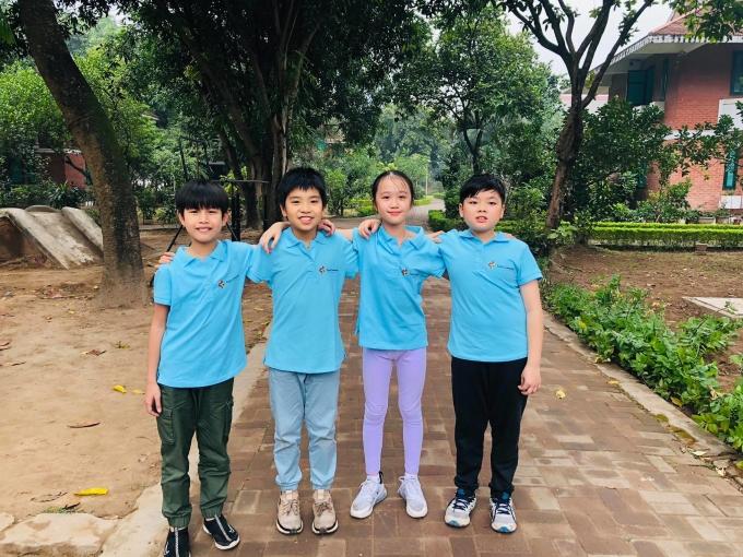 Khánh và các tình nguyện viên đến Làng trẻ SOS Phú Thọ hồi tháng 3. Ảnh: NVCC.
