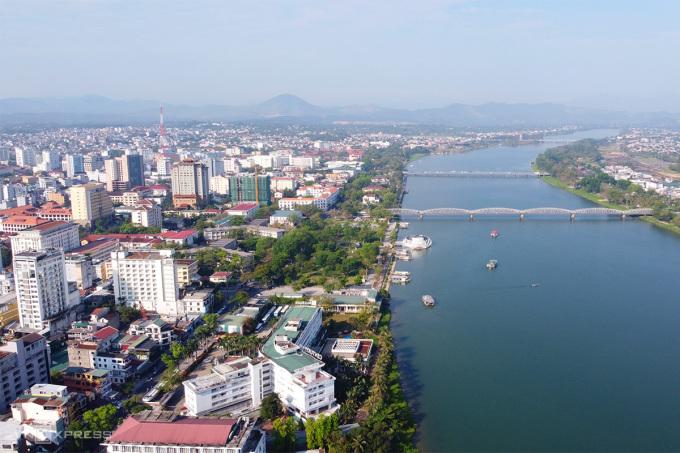 Hai bờ sông Hương ở khu vực trung tâm thành phố Huế. Ảnh: Võ Thạnh